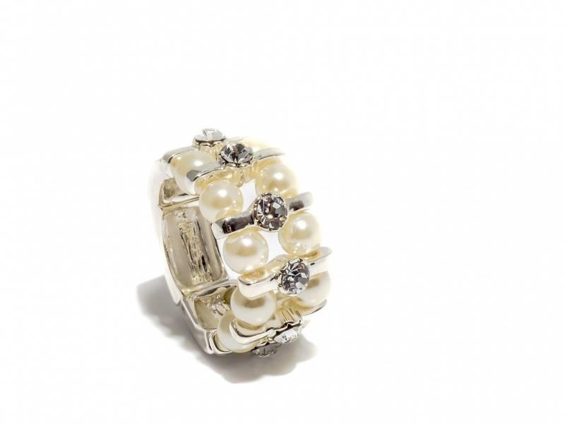 50108 Ring med små perler og blanke stener