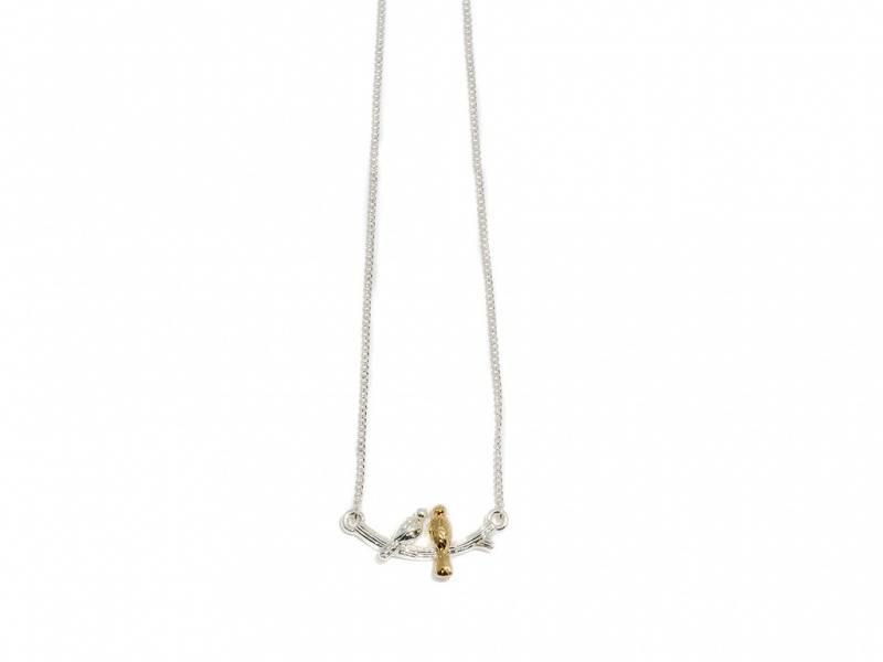 90110 Kort halssmykke gren med to fugler sølv og gullfarget